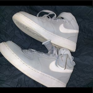 GREY NIKE MID AIR FORCE 1 (SIZE 8)